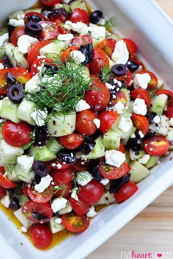 Салат с рикоттой и помидорами и огурцами