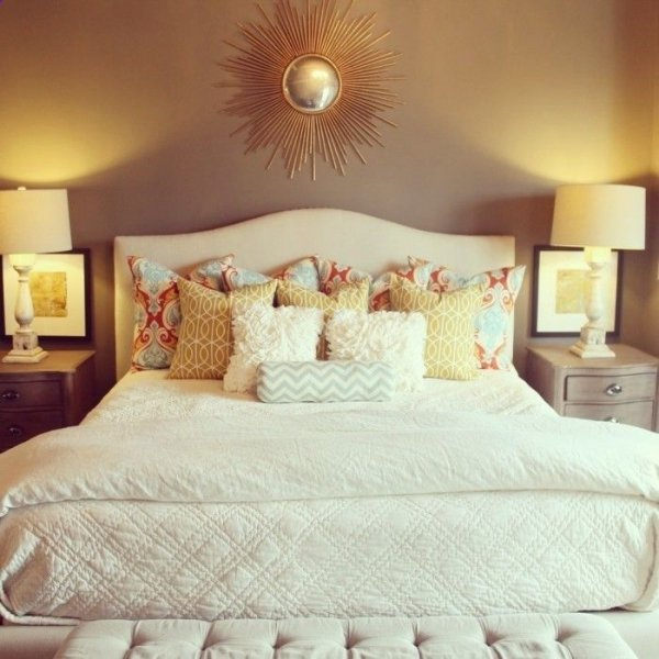 Loads of pillows 44 cozy bedrooms to inspire the home decorator - Bedroom throw pillows ...