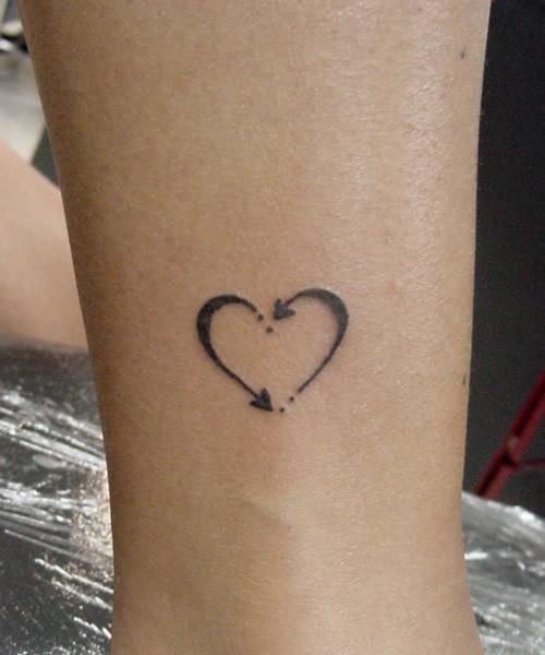 tattoo,arm,skin,organ,leg,