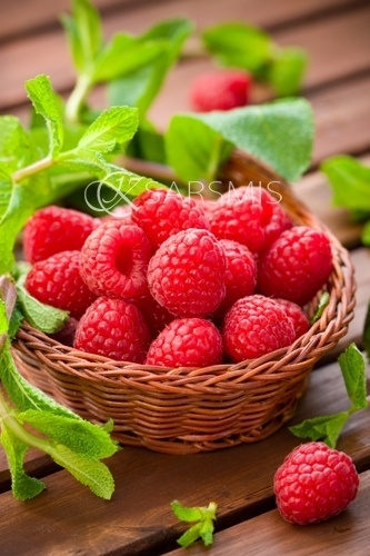 food,strawberry,fruit,produce,plant,