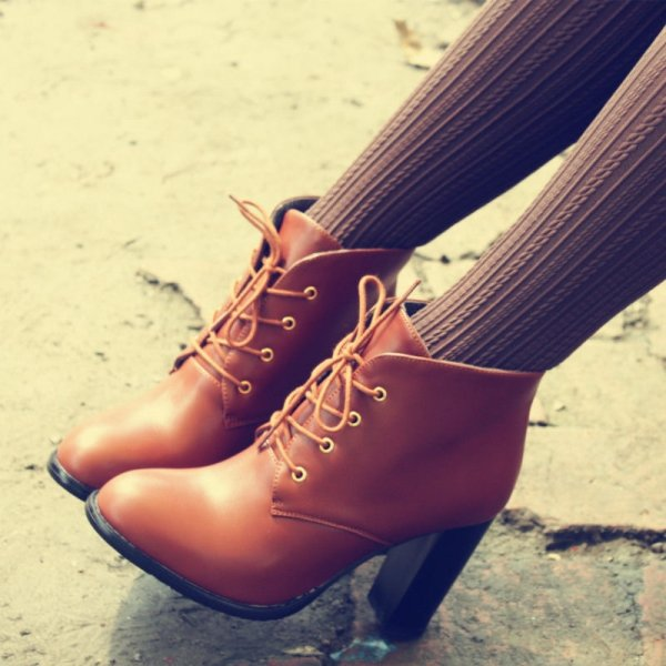 footwear,shoe,high heeled footwear,leg,beauty,