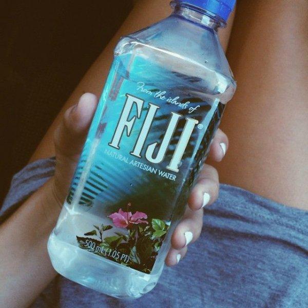 water, drink, liqueur, hand, distilled beverage,