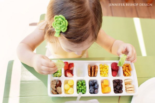 Cut down on Messes by Serving Your Toddler's Meals in an Ice Cube Tray