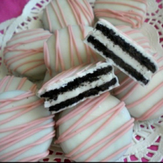 Oreos Dipped in Melted White Chocolate