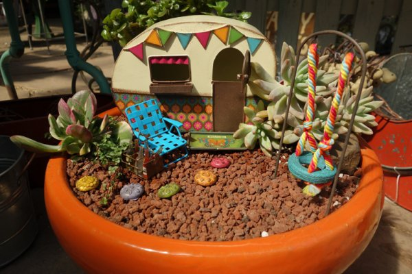 Tiny Garden in a Flowerpot