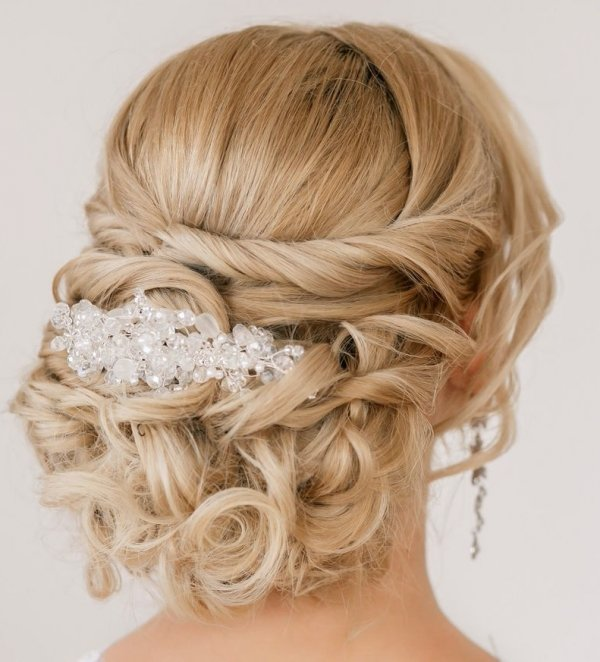 hair,hairstyle,bridal accessory,blond,long hair,