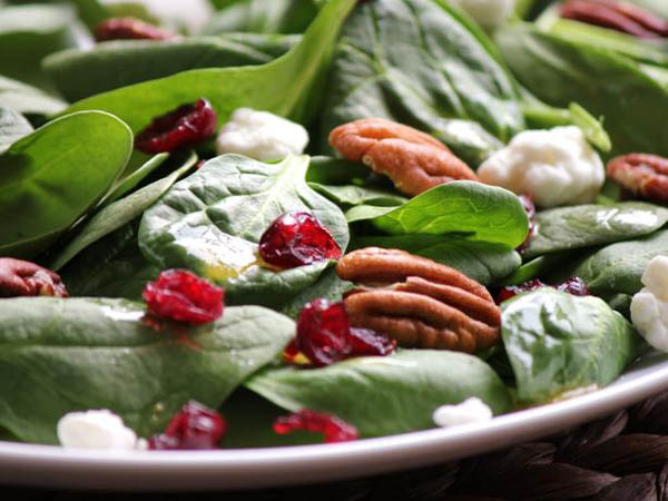 http://img.allw.mn/content/diet/2012/07/7_spinach-and-pecan-salad.jpg