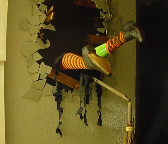 how awesome is this this diy witch halloween decor - Halloween Decorations Witches