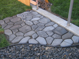 8 wonderful diy walkways and garden paths diy - River stone walkway ideas seven diy projects ...