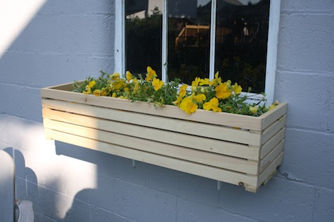 modern 8 beautiful diy window box planters diy. Black Bedroom Furniture Sets. Home Design Ideas