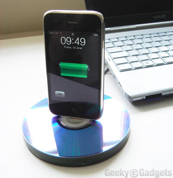 This Is A Great Diy Phone Dock Idea For Crafty Guys And Gals Who Love To Recycle Using Stack Of Cds Glue Your Charger You Will Be Able Make