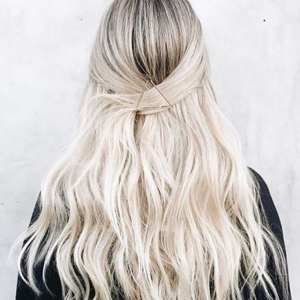 hair,clothing,bridal accessory,blond,hairstyle,