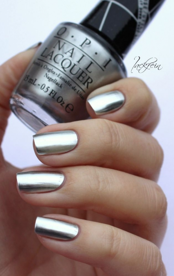 You Can't Go Wrong with Metallic Chrome Nails