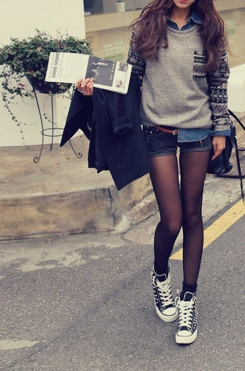 Tights and Shorts - 7 Streetstyle Ways to Wear Converse and Rocku2026