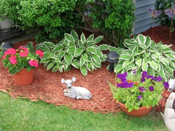 Add a cute statue flower garden inspos to a turn your yard for Landscape design perennial garden