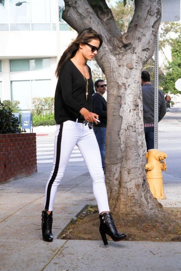 6. Tuxedo - 7 Street Style Ways to Rock White Pants This Spring ...
