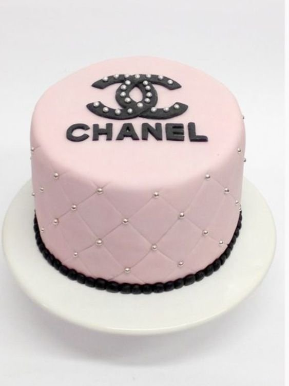 Birthday Cake Pictures Chanel : Classy Chanel - These Fashion Inspired Cakes Will Make You ...