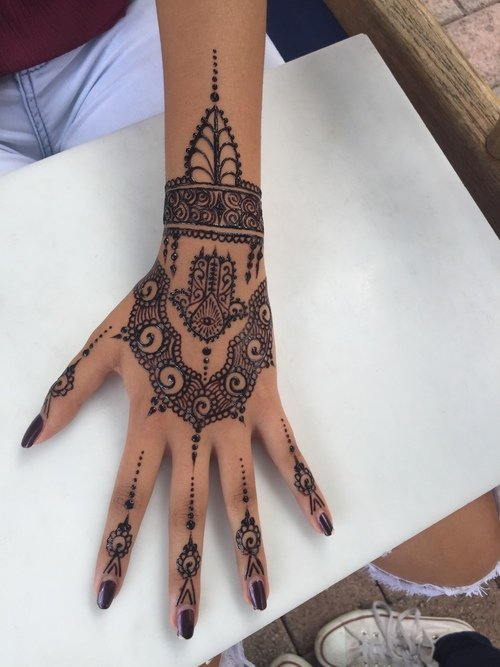 This modern design that is perfect for a music festival henna - Key of create perfect contemporary style ...