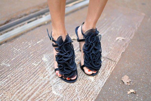 footwear,black,shoe,leg,spring,