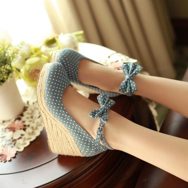 footwear,clothing,leg,shoe,dress,