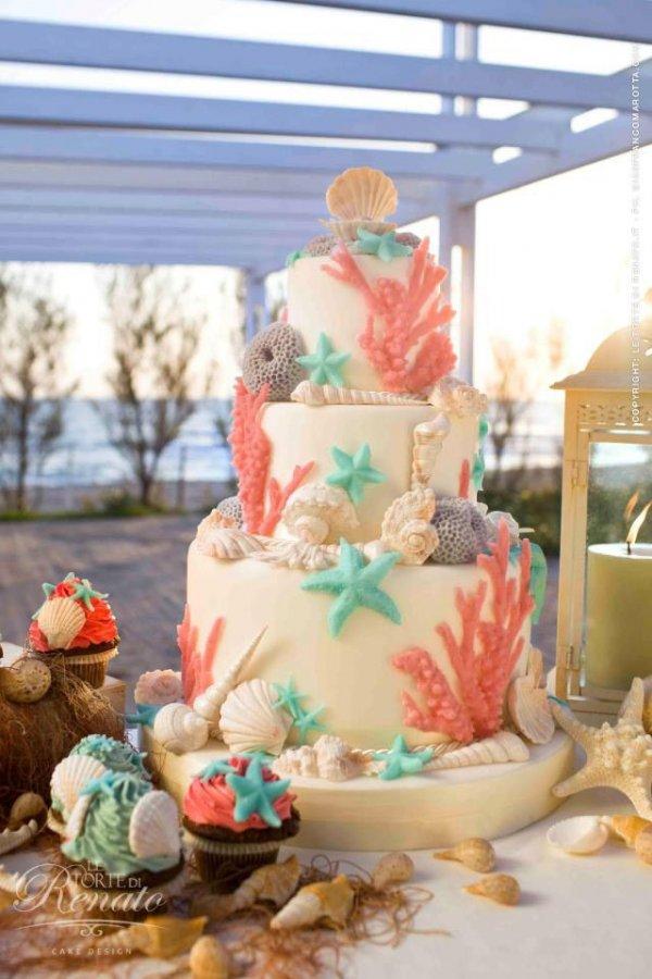 wedding cake,cake,food,dessert,cake decorating,