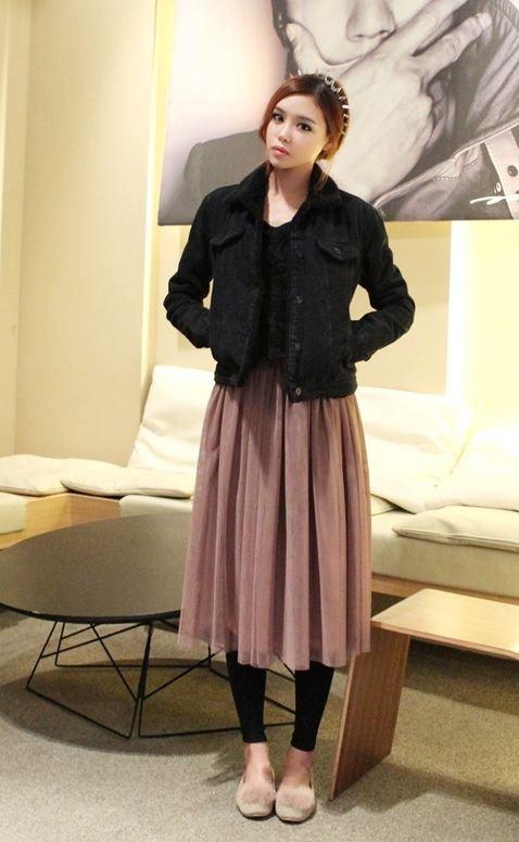 Wear a Pair of Leggings under Summer Skirts