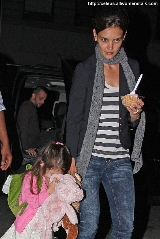 Photos Of Katie and Suri dine out
