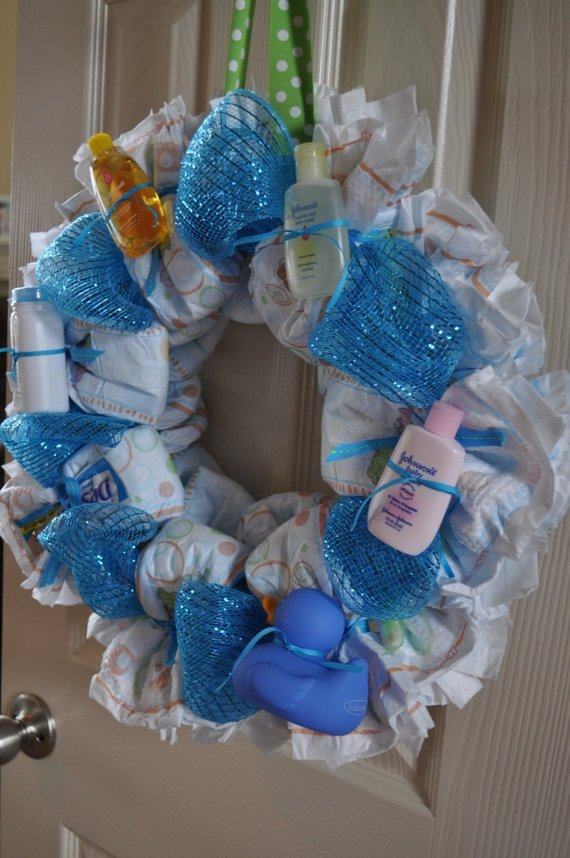 Diaper wreath 27 super cute baby shower decorations to make for Baby shower diaper decoration