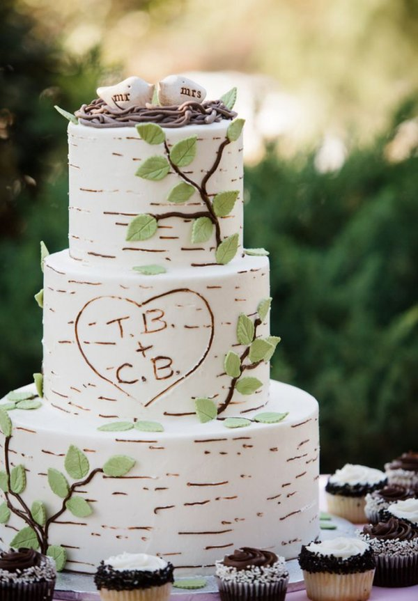 wedding cake,cake,buttercream,dessert,food,