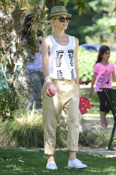 Topping Off This List Of Celebrity Summer Street Style Is Gwen Stefani Hot Mama Always Looks Like A Rocker Chick With Pieces Baggy Harem Pants
