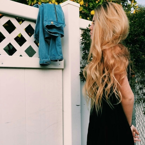 color,hair,clothing,green,blond,