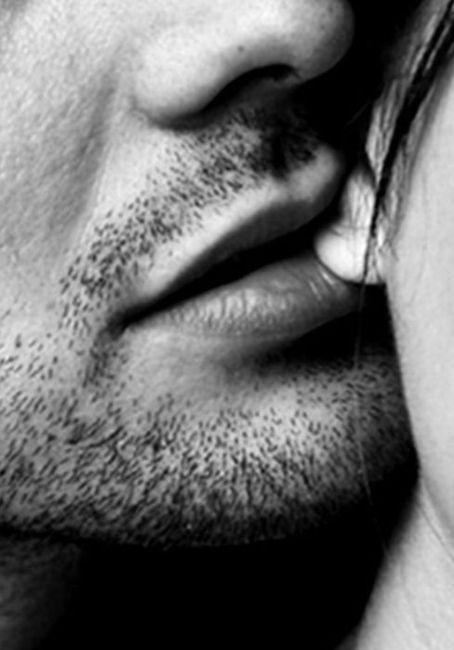что значит поцелуи в ухо история происхождения термобелья