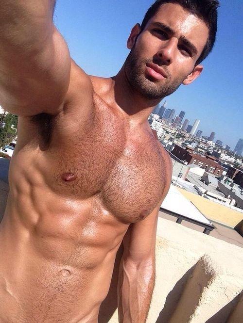 homme musclé poilu hot gay amateur