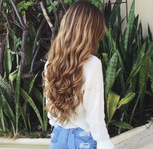 hair,clothing,blond,hairstyle,long hair,