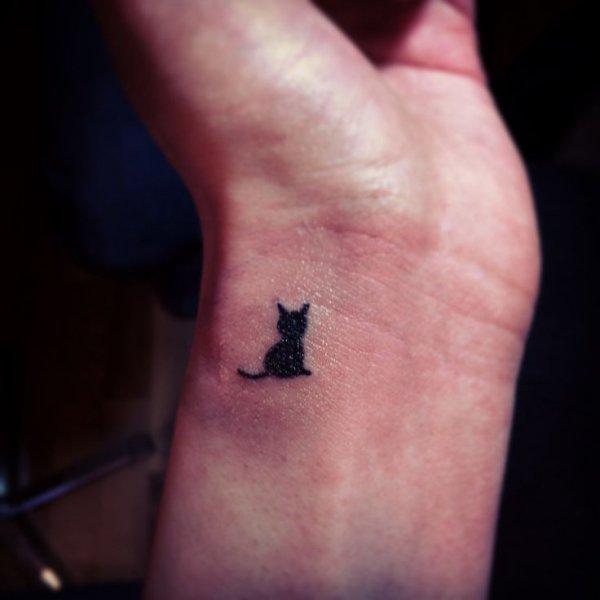 nose,tattoo,finger,close up,skin,