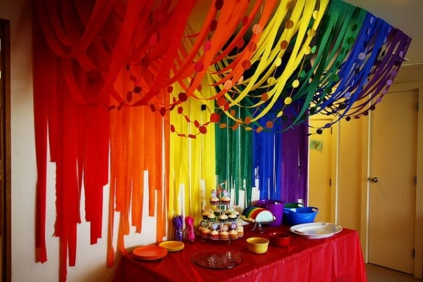 4 streamer rainbow 46 eye catching party decorations for Balloon and streamer decoration ideas