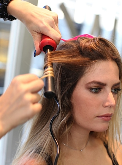 how to put waves in short hair with curling iron