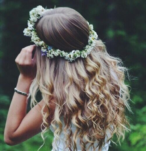 hair,clothing,hairstyle,fashion accessory,flower,