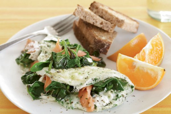 25. Creamy Goat Cheese & Smoked Salmon Egg White Omelet - Яичный ...