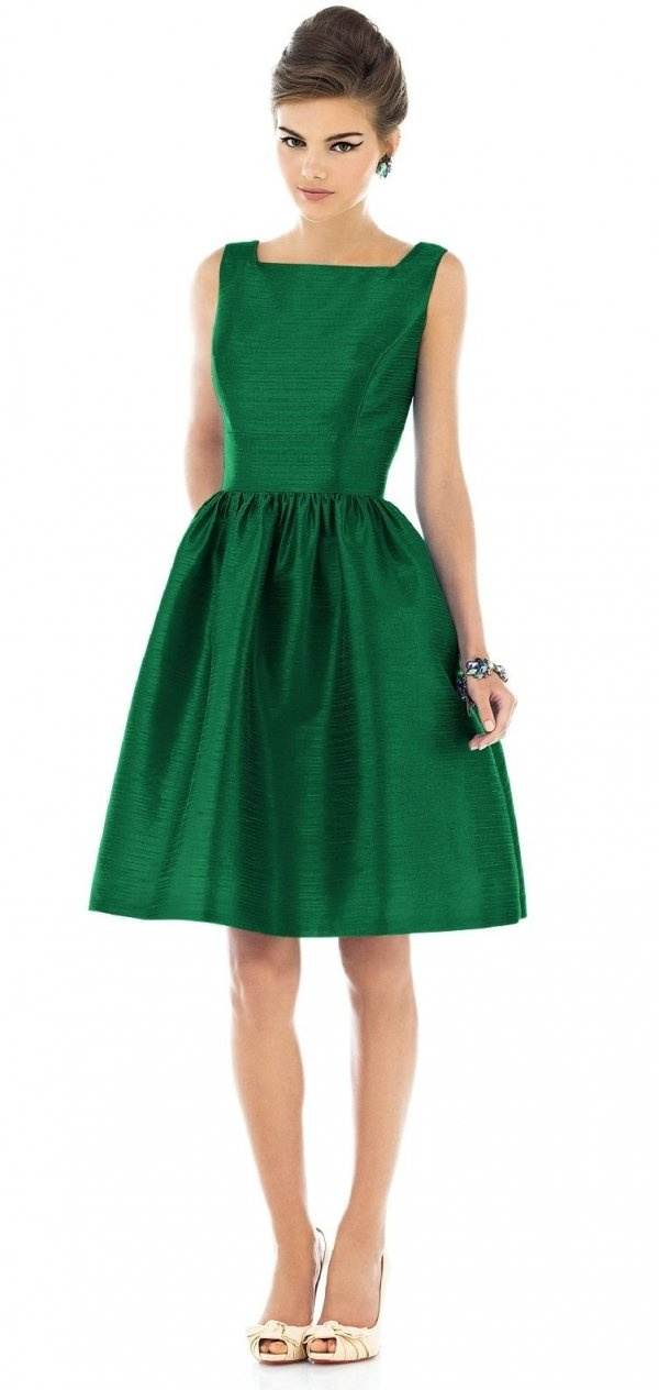 20 christmas green 21 jaw dropping holiday dresses you ll love