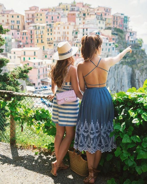 Manarola, clothing, vacation, beauty, dress,