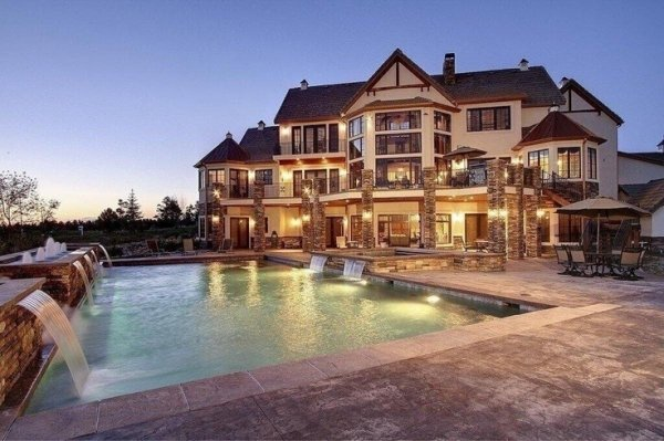 Striking mansion with large pool 59 gorgeous dream for Huge pretty houses