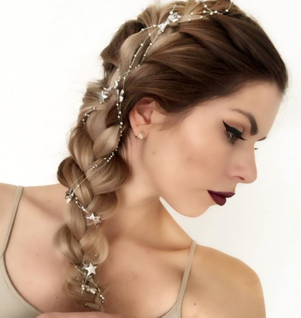 hair, jewellery, hair accessory, headpiece, hairstyle,