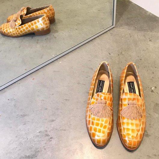 footwear, shoe, leg, sneakers, outdoor shoe,