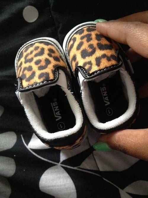 footwear,shoe,sneakers,leg,finger,