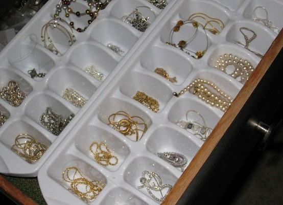Ice cube tray storage 7 creative ways to store jewelry for Clever ways to store jewelry
