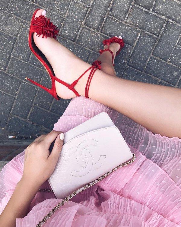 pink, leg, footwear, thigh, human leg,