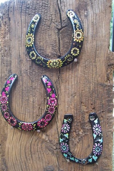 33 painted horseshoes 37 horseshoe crafts to try your for Old horseshoe projects