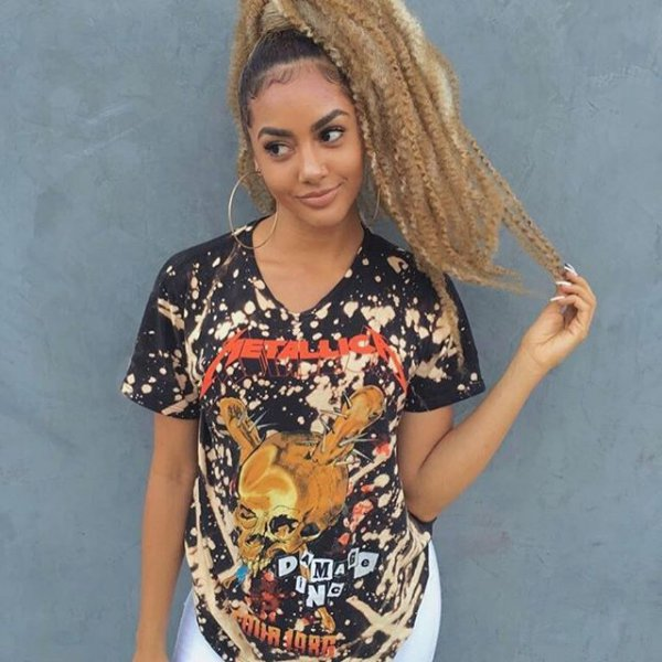 hair, clothing, hairstyle, sleeve, t shirt,