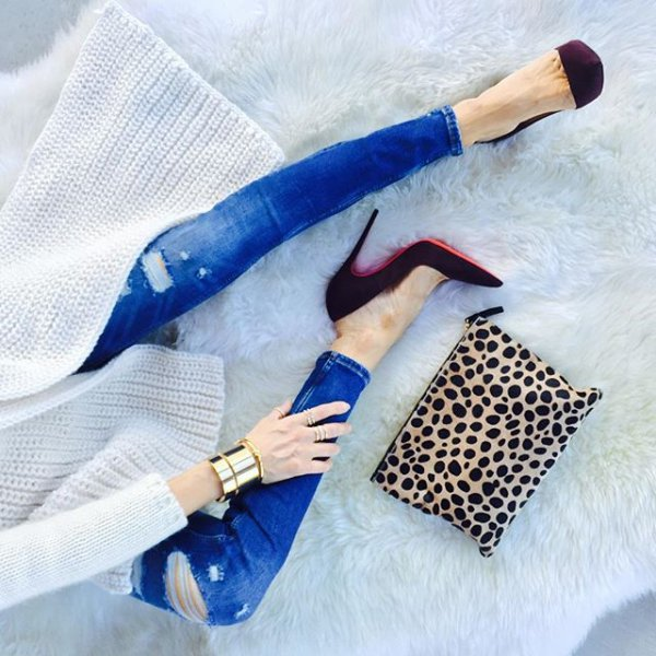 blue, handbag, arm, fashion accessory, leg,